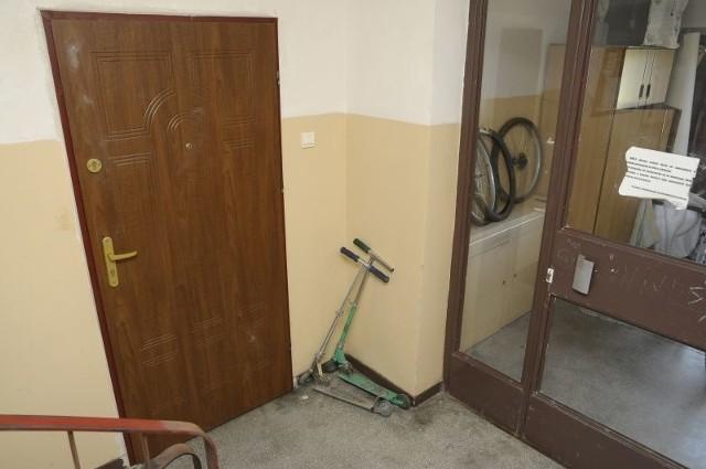 To w tym mieszkaniu 48-letni mężczyzna zamordował swoją 41-letnią konkubinę.