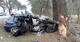 Tragedia na drodze w Świerszczowie. Kierowca BMW uderzył w drzewo, zginął jego pasażer