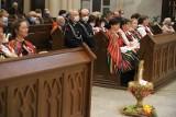 Dożynkowa msza święta w łódzkiej archikatedrze - oto wieńce, jakie przywieźli rolnicy z całego regionu