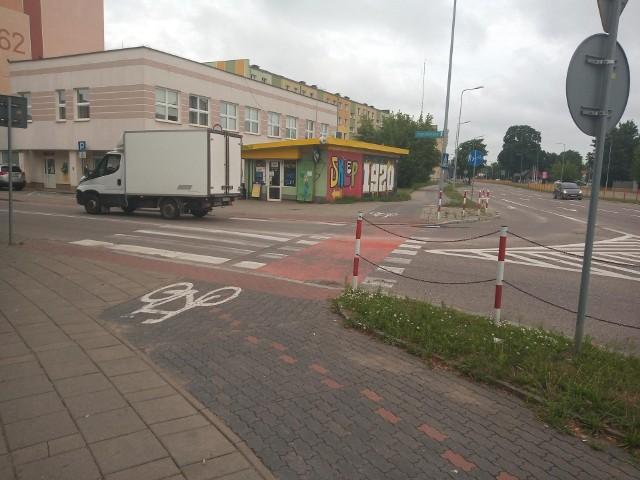 Ograniczenie w postaci barierek, tak jak u zbiegu ul. Bema i Kopernika, wymuszających spowolnienie prędkości rowerzystów, a nie zmniejszające przepustowość w tych punktach, jest bardzo potrzebne - uważa radny Marcin Moskwa. Miasto nie podziela tej optyki