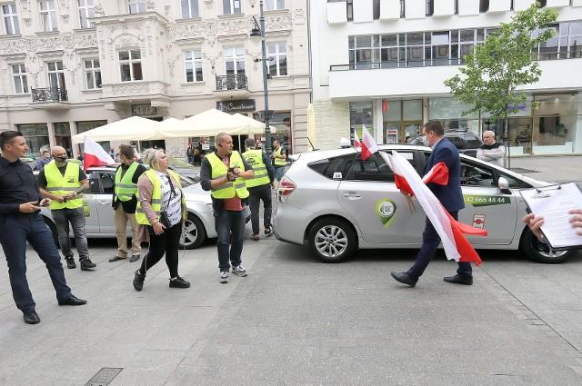 Protest taksówkarzy na Piotrkowskiej przeciwko nielegalnym przewoźnikom zgromadził kilkunastu uczestników. Demonstracja była częścią ogólnopolskich protestów. CZYTAJ WIĘCEJ >>>>