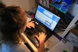 Pornografia i seksting to główne zagrożenia, na jakie narażone są dzieci i młodzież w Internecie