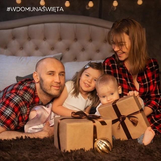 To były rodzinne święta. Pół roku po przeszczepie -  z rodziną - kochającą żoną Karoliną, córeczką Asią i synkiem Aronem