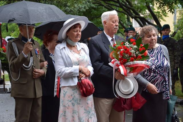 Powstanie warszawskie wybuchło 1. sierpnia 1944 roku i było największą akcją zbrojną podziemia w okupowanej przez Niemców Europie. W 77. rocznicę tamtych wydarzeń Opolanie uczcili pamięć tych, którzy byli gotowi zginąć, walcząc o wolność.