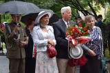 Opolanie w strugach deszczu uczcili pamięć powstańców warszawskich. Mija 77. rocznica zrywu