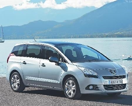 Z zewnątrz 5008 jest podobny do innych ,,lwów'' a najbardziej do 3008. Jest jednak znacznie większy (fot. Peugeot)