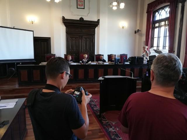Oskarżeni ws. śmierci Piotra Karpowicza zostali uniewinnieni. Sąd odczytał dzisiaj wyrok.