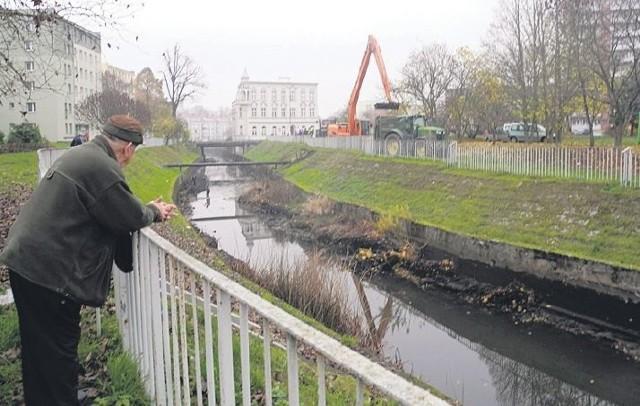 Ten odcinek kanału, jak mówią mieszkańcy, dawno nie był oczyszczany