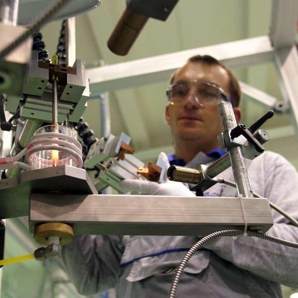 Nowy pracownik nie dostanie mniej niż 1000 zł na rękę - zapewniają w WSK.