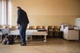 Szczepienia dla osób bezdomnych w Poznaniu zorganizuje Caritas. Chętni będą szczepieni preparatem Johnson & Johnson