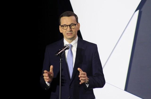 - Chcemy skorzystać z tego kryzysu. Na kryzysach zyskują Ci, którzy potrafią myśleć perspektywicznie - mówił premier Morawiecki.