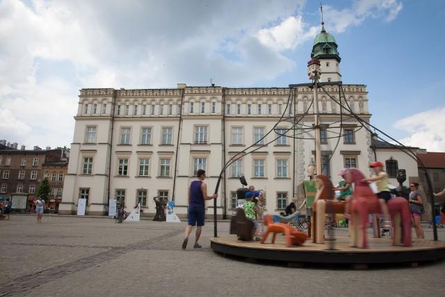 Muzeum Etnograficzne – wystawa stała prezentowana jest w dawnym ratuszu kazimierskim przy placu Wolnica 1