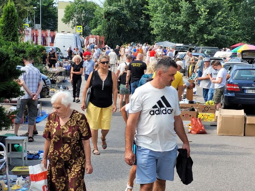 Targ staroci przed białostockim Klubem Krąg - 25 lipca