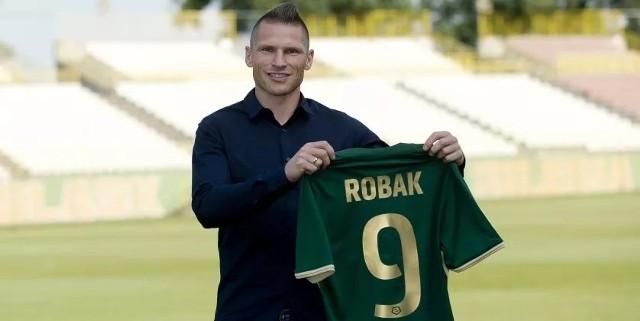 Marcin Robak jest drugim napastnikiem, który tego lata dołączył do Śląska Wrocław