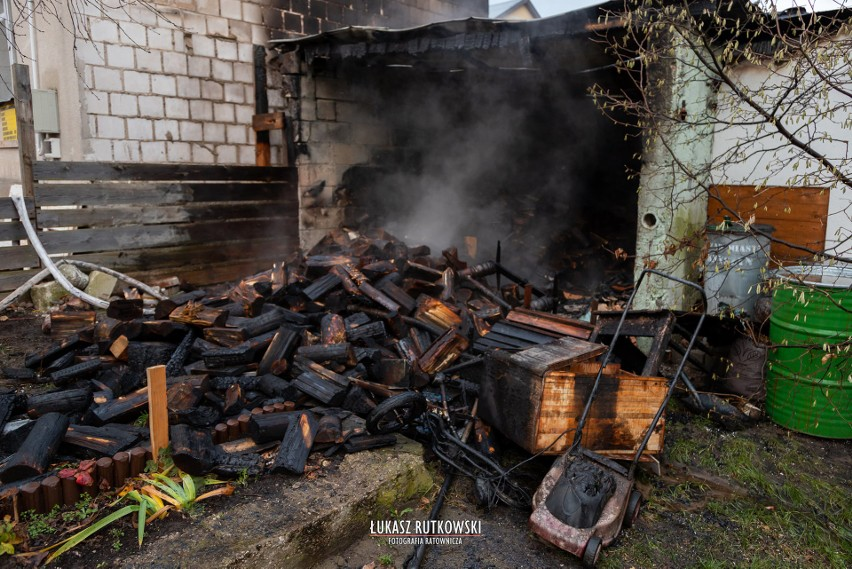 Knyszyn. Pożar budynku gospodarczego. Całe pomieszczenie zostało objęte ogniem! (zdjęcia)