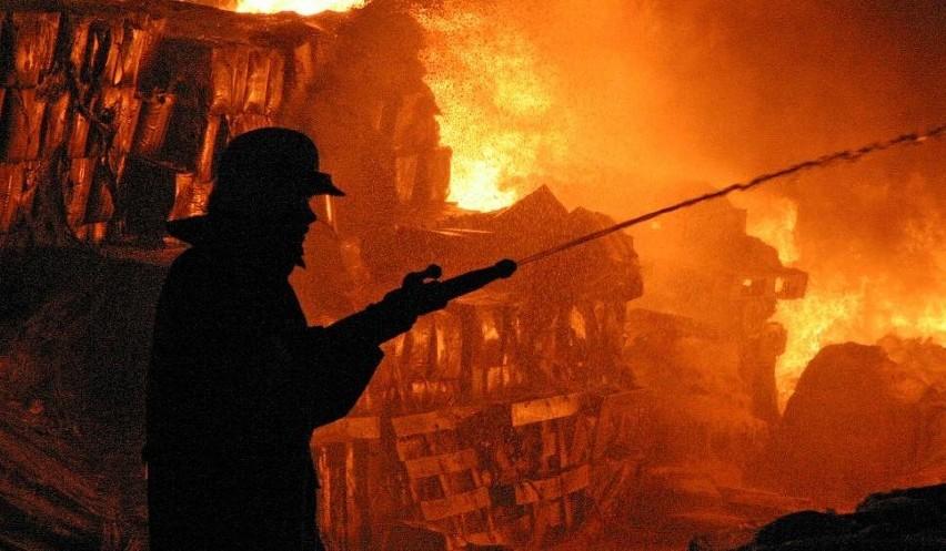 Strażacy ugasili płonący na stolarni w Brzozowie dach