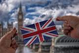 Drogi test PCR na COVID-19 zniesiony dla osób przyjeżdżających do Anglii od 24 października. Jakie są nowe zasady wjazdu do UK?