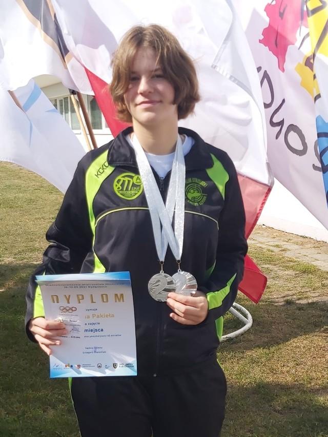 Adrianna Pakieła była dumna z dwóch srebrnych medali, które wywalczyła na obiekcie strzeleckim bydgoskiego Zawiszy