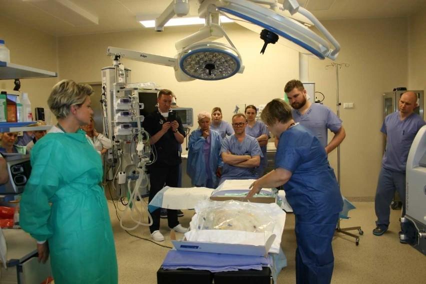Białystok. Lekarze z Uniwersyteckiego Centrum Onkologii uczą się nowej metody leczenia, ciepłą chemią [ZDJĘCIA]