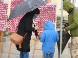 Białystok. 230. rocznica uchwalenia Konstytucji 3 Maja. Kotyliony, kwiaty, deszcz. Zobacz, jak świętowano w tym roku