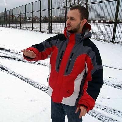 Krystian Zarzecki, mielecki kierowca wyścigowy jest entuzjastą toru. - Spacerowiczów by tu przybyło. Gokarty są widowiskowe.