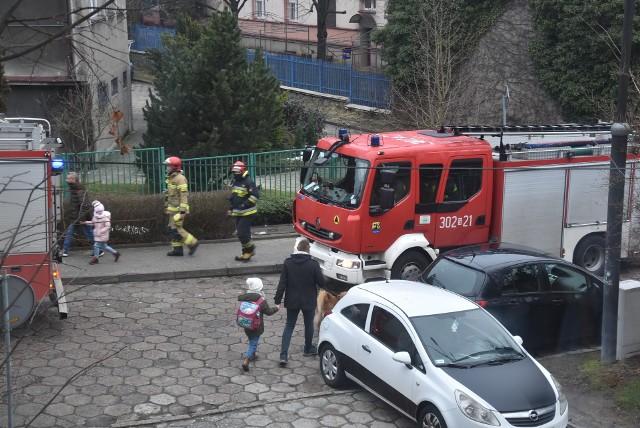 Interwencja straży pożarnej przy ul. bp. Teodora Kubiny w KatowicachZobacz kolejne zdjęcia. Przesuwaj zdjęcia w prawo - naciśnij strzałkę lub przycisk NASTĘPNE