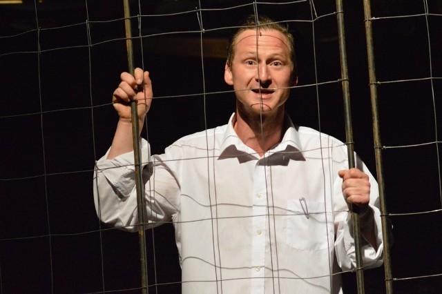 - To spektakl o rodzinie. O Bogu. O sprawach wyższych - mówi grający Jaśka Ernest Nita, który przez całą sztukę nie schodzi ze sceny.