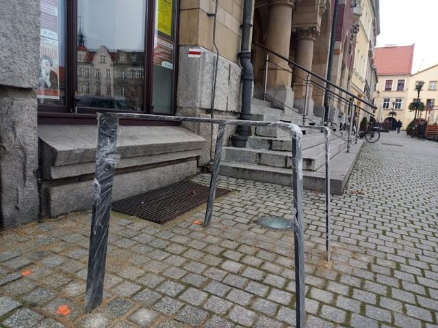 W Tarnowskich Górach pojawiły się nowe stojaki rowerowe. Zobacz kolejne zdjęcia. Przesuwaj zdjęcia w prawo - naciśnij strzałkę lub przycisk NASTĘPNE