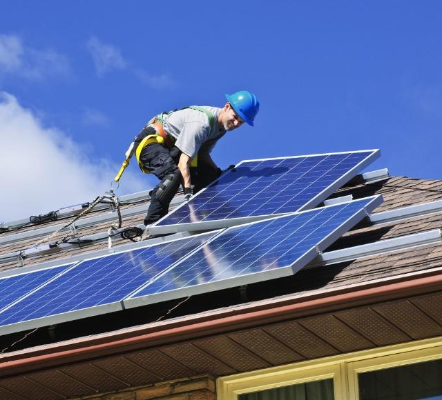 Od 65 do 75 groszy za 1 kWH można będzie otrzymać za prąd wyprodukowany w gospodarstwie pozyskany z energii promieniowania słonecznego.