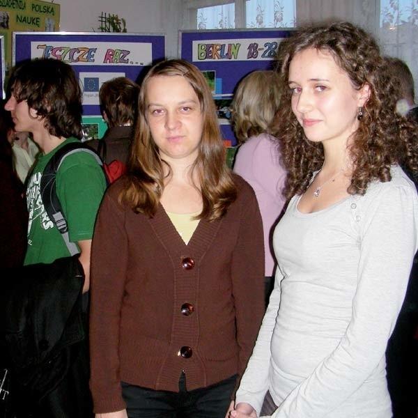 """Paulina Adamczuk i Magdalena Smoktunowicz, uczennice trzeciej klasy liceum, dzięki programowi """"Młodzież w działaniu"""", po raz pierwszy były za granicą"""