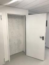 Wrocław: 144 nowoczesnych drzwi prowadzi donikąd. Za nimi jest ściana