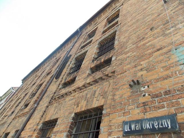 Gorzów: remont spichlerza ciągle nie ruszyłZabytkowy budynek czeka na remont. Ma tu być m.in. hotel i restauracja.