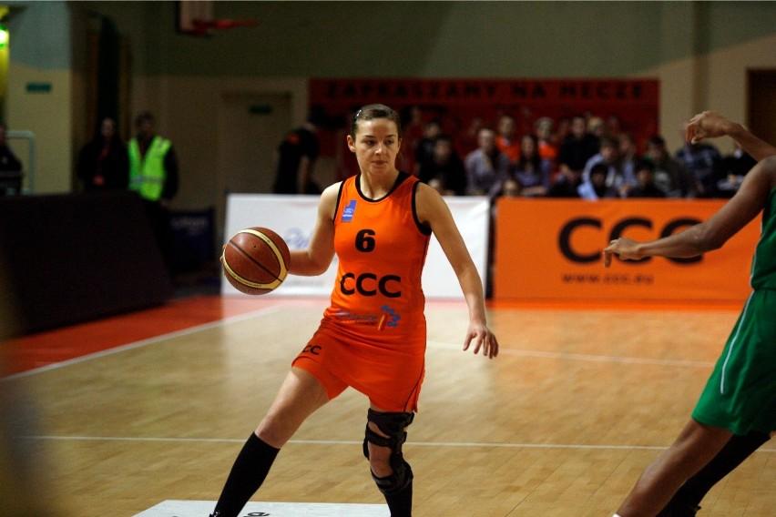 Aleksandra Dziwińska w ekstraklasie zaliczyła 60 spotkań w barwach: CCC Polkowice, Widzewa Łódź i MUKS-u Poznań. Jej pozyskanie to poważne wzmocnienie zespołu z Głuchołaz.
