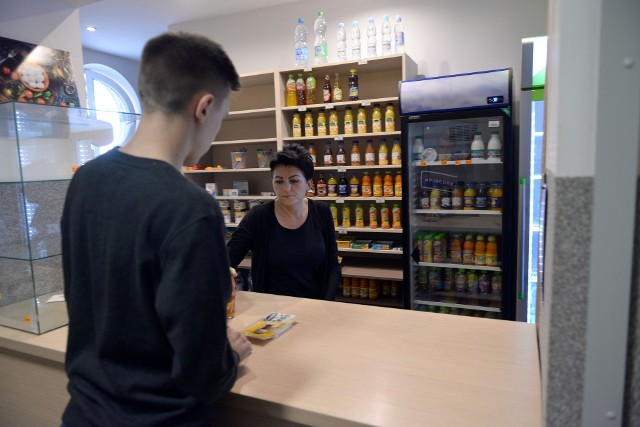 Tarcza antykryzysowa pozwala prowadzącym sklepiki szkolne na zwolnienie z opłacania składek za okres od listopada 2020 roku do marca 2021