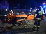 Mustang GT roztrzaskany na drodze pod Przemyślem. Dwie osoby zostały ranne [ZDJĘCIA]
