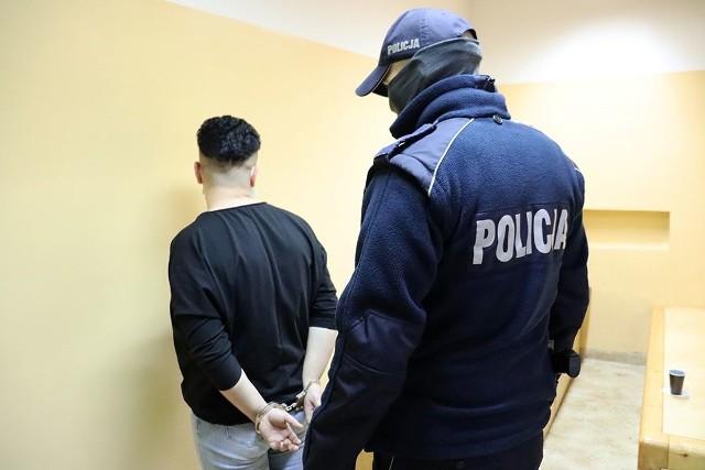 Dzielnicowi zatrzymali w Półcznie kobietę z narkotykami