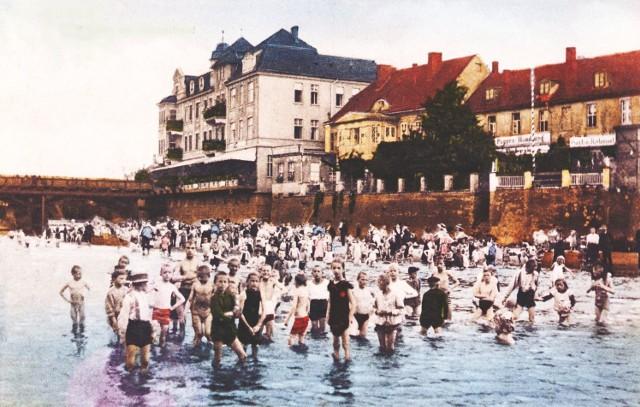W Nysie przy moście kąpało się całe miasto, plaże była ulubionym miejscem letniego wypoczynku