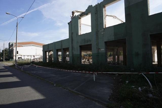 W 2013 roku spółka Wyborowa zakończyła produkcję wódek zakładzie przy ulicy Komandoria w Poznaniu. We wrześniu 2018 roku rozpoczęła się rozbiórka dawnej fabryki wódki Wyborowa (na zdjęciu). Wyburzono dawne budynki produkcyjne i magazynowe.