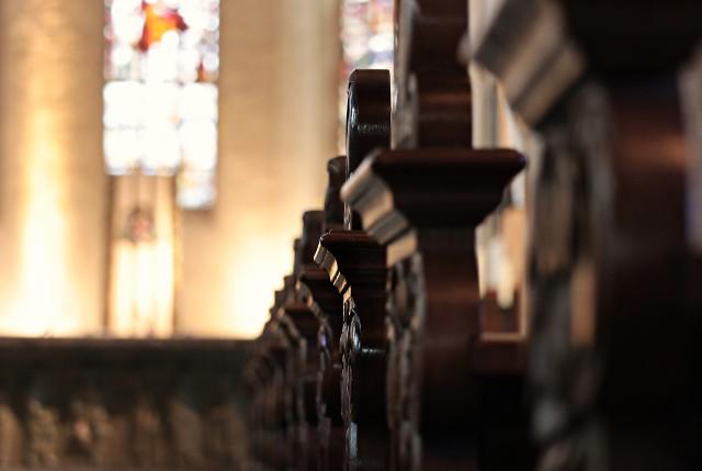 Podczas porannej mszy w kościele w Rypinie 46-latek siekierą uszkodził ołtarz. Mężczyzna jest już w rękach policji.