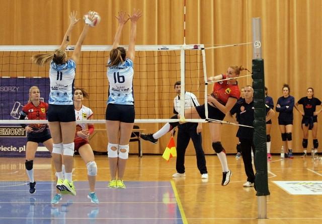 W meczu 6. kolejki I ligi siatkówki kobiet Joker Mekro Energoremont Świecie pokonał Sokołów SA Nike Węgrów 3:1 (21,-24,20, 18). To piąte zwycięstwo jokerek w tym sezonie.