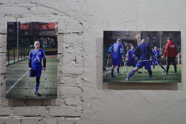 """W poniedziałek w Domu Kultury Idalin miał się odbyć wernisaż wystawy fotografii Iwony Wilczek"""" """"Kuloodporni"""". W związku z rozprzestrzenianiem się koronawirusa Galeria Domu Kultury Idalin prezentuje wystawę w wersji on-line."""