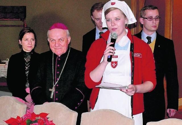 Członkowie Zakonu Maltańskiego na wigilii w restauracji Zajazdu Sezam z biskupem Edwardem Frankowskim.