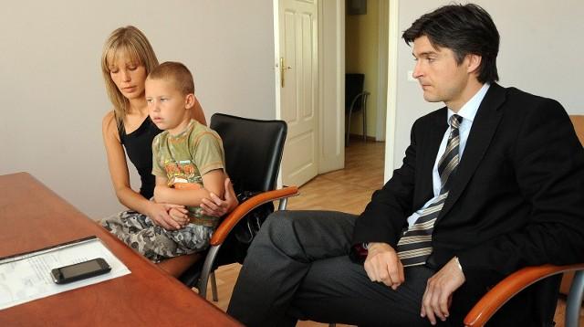 Beata Siniarska została sama z synkiem Przemkiem. W procesie będzie reprezentował ją adwokat Wojciech Wojciechowski, który 31 lipca skierował do sądu pozew przeciwko Spółdzielczej Agrofirmie Witkowo.