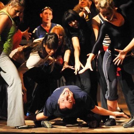 W słynnym amerykańskim musicalu wystąpią zawodowi aktorzy wspierani przez hip-hopowych tancerzy