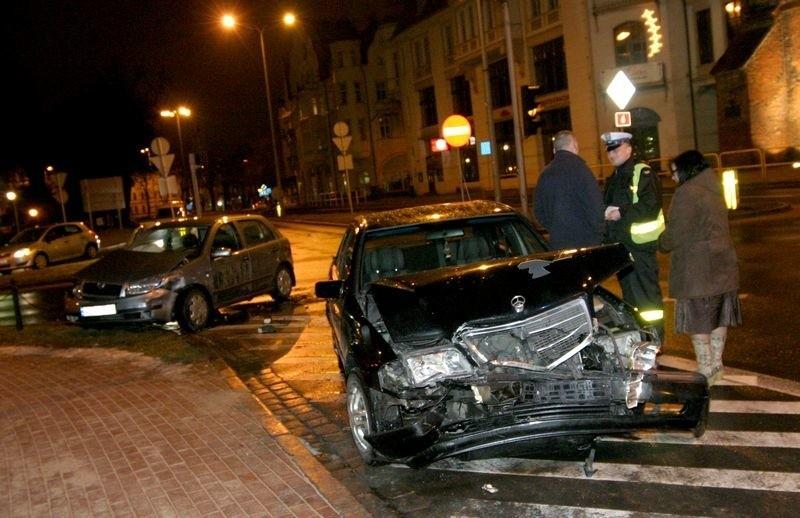 Stluczka na skrzyzowaniu ulicy Anny Lajming i Tuwima w...