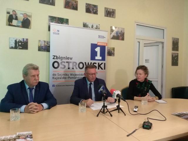 Od lewej: senator Andrzej Kobiak, wicemarszałek Zbigniew Ostrowski i Marta Filipiak z grupy Czarny Karzeł