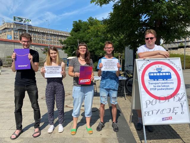 Działacze Lewicy protestujący przeciwko IE w Krakowie