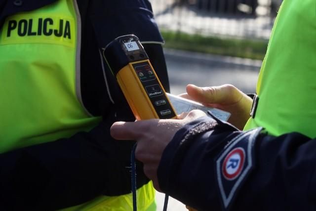 Pijany 39-latek przewoził samochodem 9-letniego syna. Wpadł, bo przekroczył prędkość