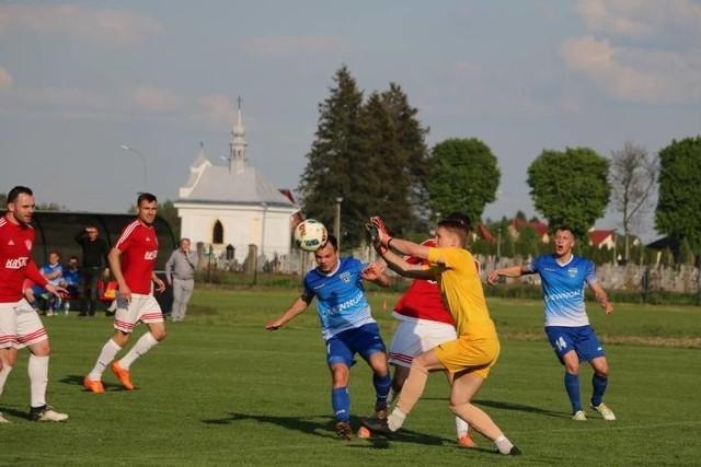 Bartłomiej Michałowicz (na zdj. w żółtym stroju) spędzi 7. sezon w Wiązownicy