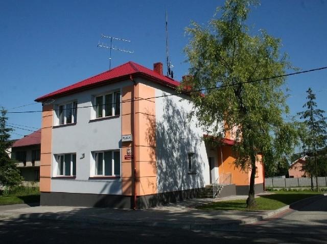 Budynek, w którym mieści się posterunek policji w Krzeszowie jest własnością gminy. W ubiegłym roku przeszedł generalny remont.